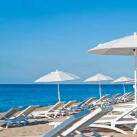 Beach club hotel op het strand