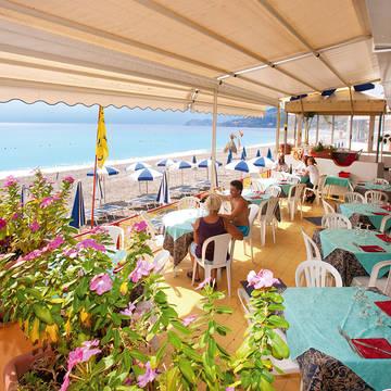 Terras bij het strand Hotel da Peppe