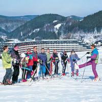 Skigroep voor het hotel