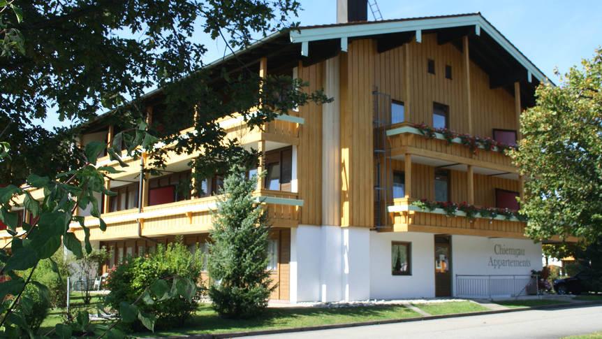 Vooraanzicht Appartementen Chiemgau (Familieaanbieding)