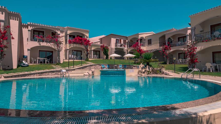 Buitenzwembad Residence Badus