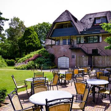 Fletcher Hotel de Wipselberg-Veluwe - Terras Fletcher Hotel-Restaurant de Wipselberg-Veluwe