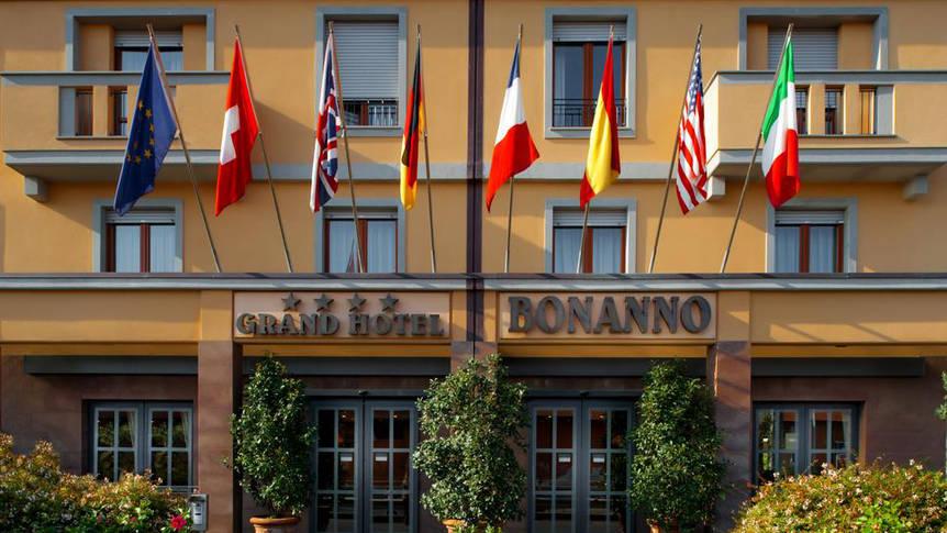 Voorzijde Hotel Grand Bonanno