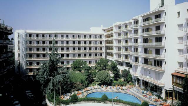 Vooraanzicht Hotel Clipper