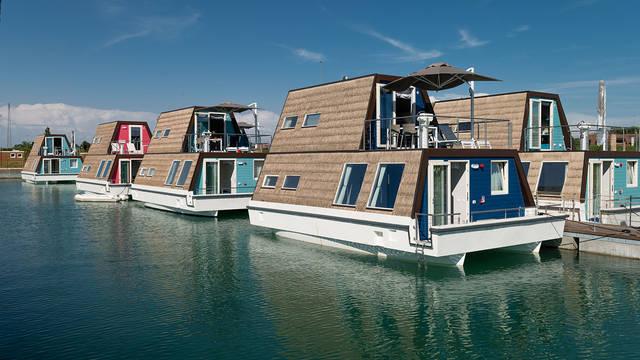 Marina Azzurra resort - voorbeeld woonboot Marina Azzurra Resort