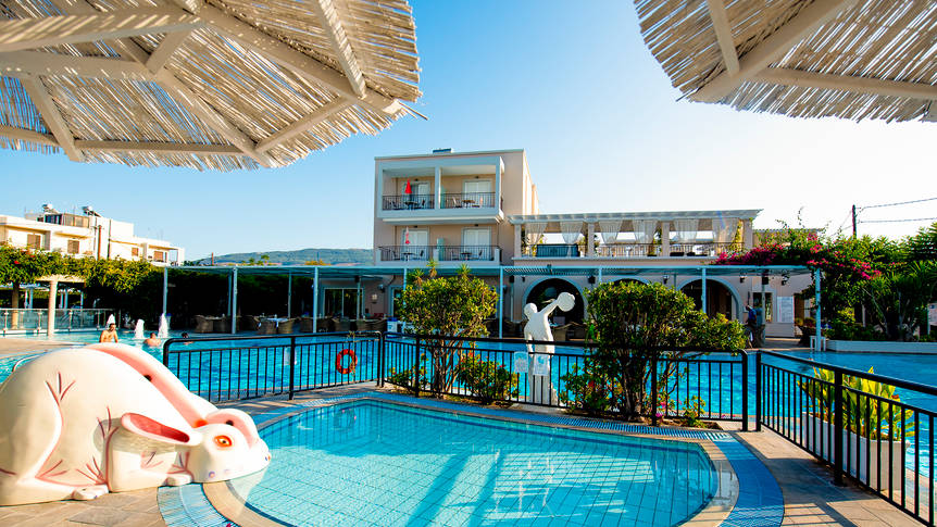 Zwembad Peridis Family Resort