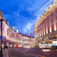 Oxford Street op ca. 20 minuten loopafstand van het hotel!