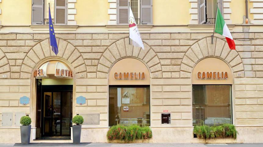 Aanzicht Hotel Camelia