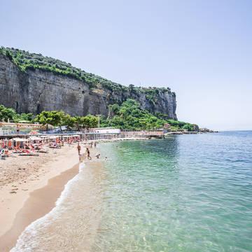 Strand direct voor het resort Hotel & Resort Le Axidie