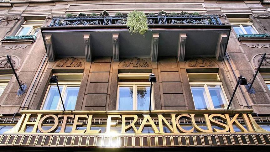 Voorzijde Hotel Francuski