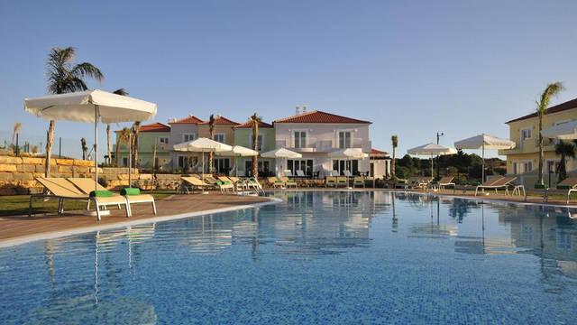 Zwembad Eden Resort villa's