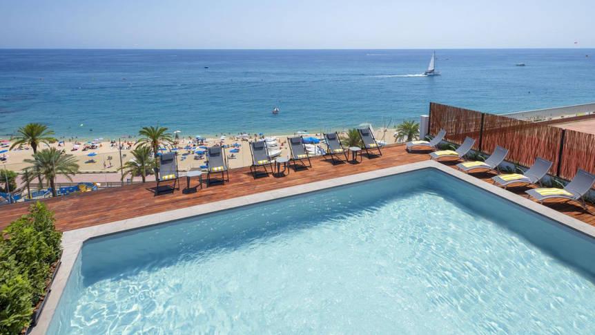 Zwembad Hotel GHT Miratge