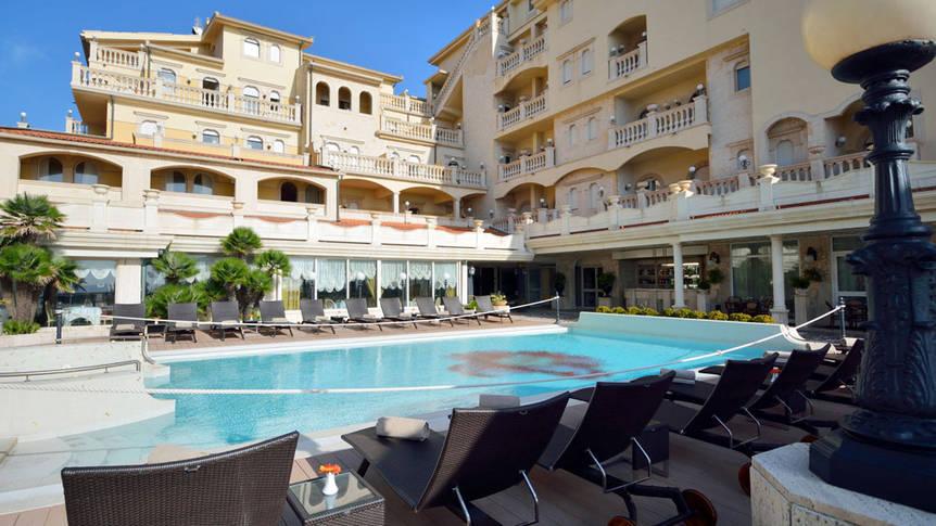 piscina3 Hellenia Yachting Hotel