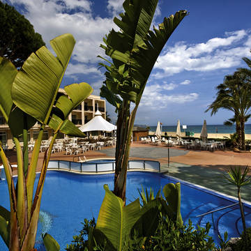 Zwembad en ligging Hotel Estival Centurion