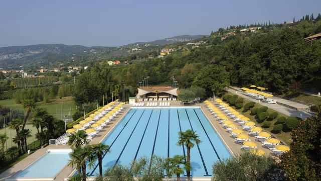 Uitzicht op het zwembad Hotel Poiano