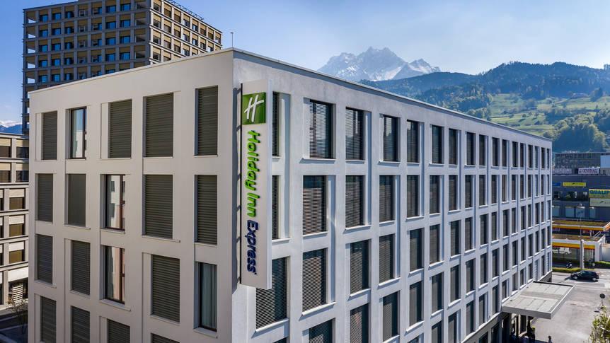 Buitenaanzicht Holiday Inn Express Luzern - Kriens