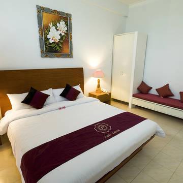 Voorbeeld deluxe kamer Puri Saron Hotel