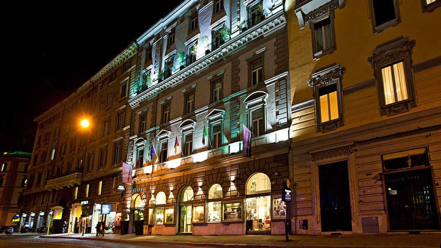 Voorzijde Hotel Diplomatic