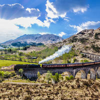 Jacobite stoomtrein over het Glenfinnan Railway Viaduct