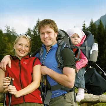 Familie aan het wandelen Appartementen Chiemgau