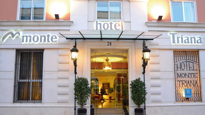 Voorzijde Hotel Monte Triana