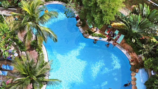Zwembad Rainbow Paradise Beach Resort