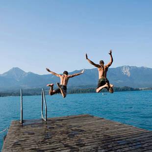 Sprong in het frisse water