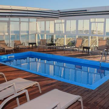 Zwembad Baia Beach Hotel