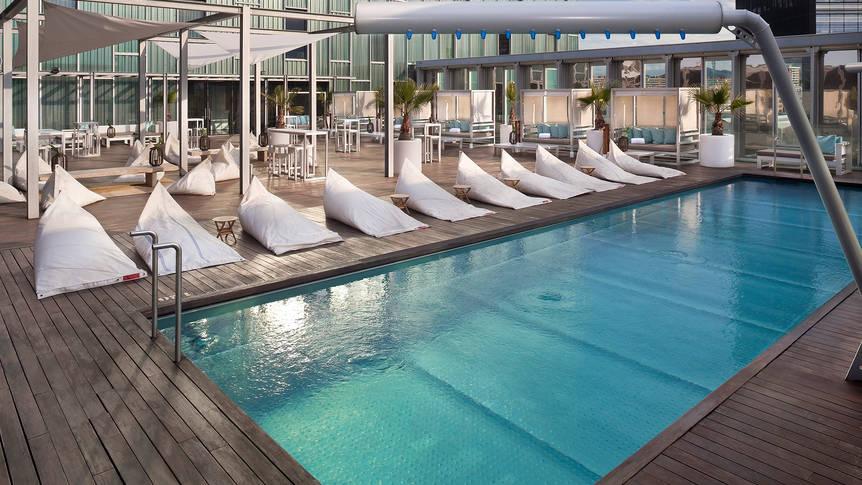 Zwembad Hotel The Level at Melia Barcelona Sky