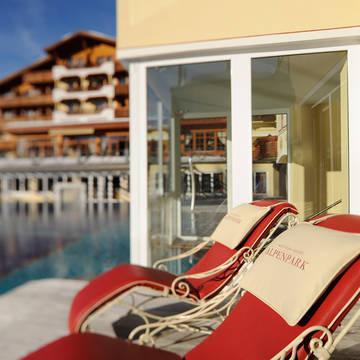 Buitenzwembad Alpenpark Resort