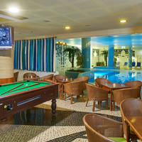 Bar en binnenzwembad