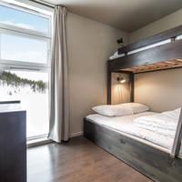 Slaapkamer met familiestapelbed