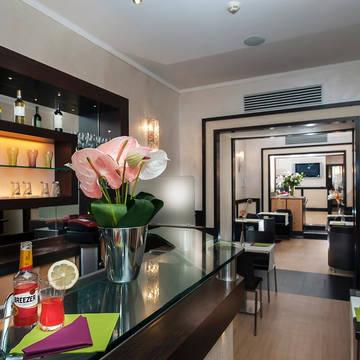 Bar Hotel Yes