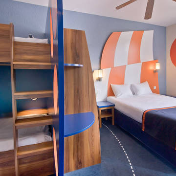 Crew Room 4 bunkbed Explorers Hotel at Disneyland® Paris