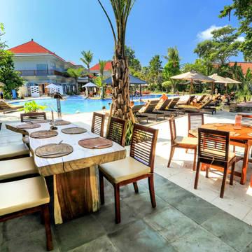 Poolbar Puri Saron Hotel