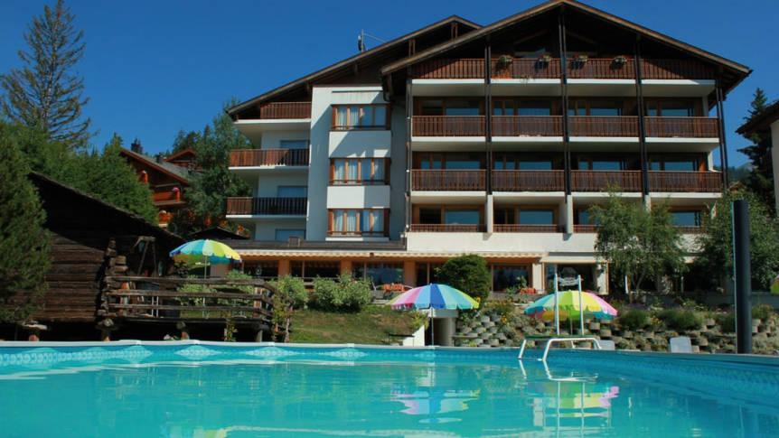 Buitenlucht zwembad en hotel Hotel La Prairie