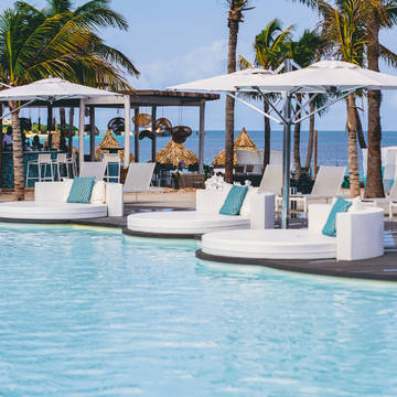Zwembad Plaza Beach & Dive Resort
