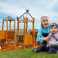 Kindjes in de speeltuin