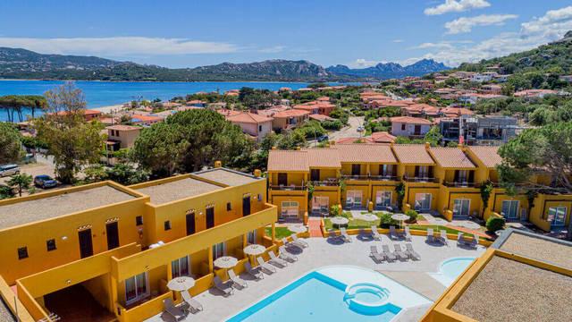 Buitenzwembad en omgeving Blu Hotel Laconia Village