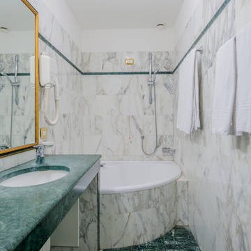 Badkamer superior kamer Hotel Donatello