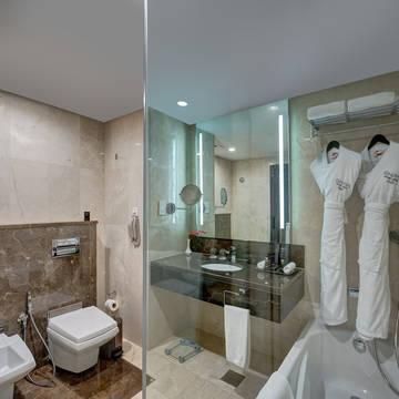 Badkamer Hotel Ghaya Grand