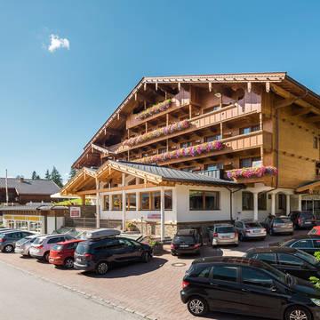 Buitenaanzicht Hotel Alphof