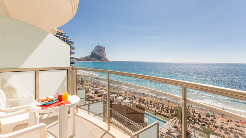 Balkon zeezichtkamer Hotel Bahia Calpe by Pierre & Vacances