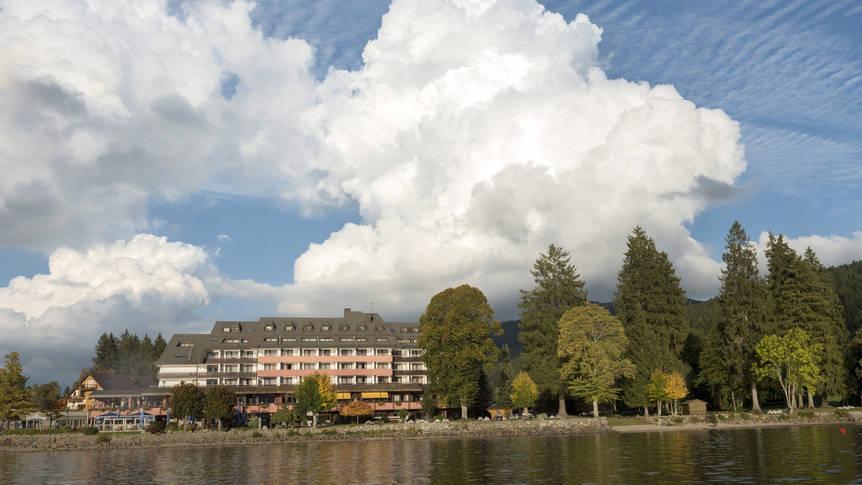 Vooraanzicht hotel Maritim Titisee