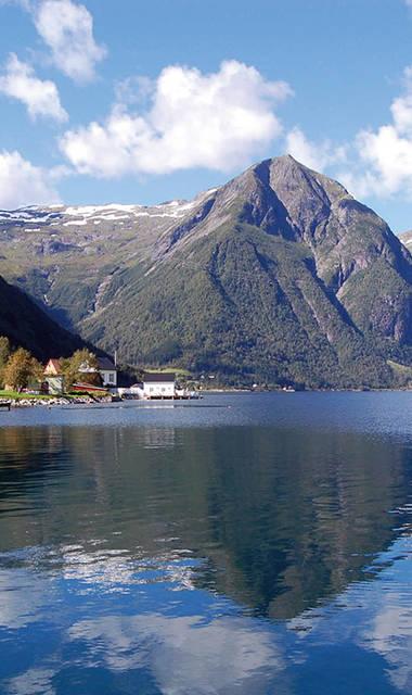 14-daagse autorondreis inclusief ferry-overtochten Fjorden, Gletsjers & Dalen
