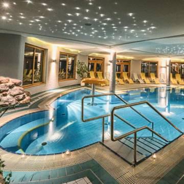 Binnenzwembad Family en Sporthotel Kärntnerhof