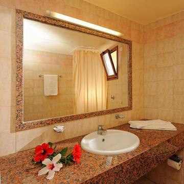 Badkamer Appartementen Maria Lambis