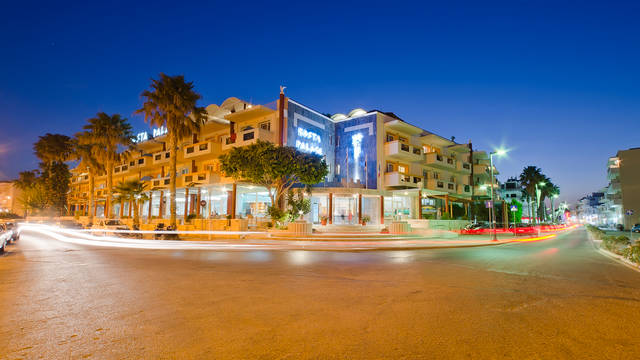 Buitenaanzicht Kosta Palace City Hotel