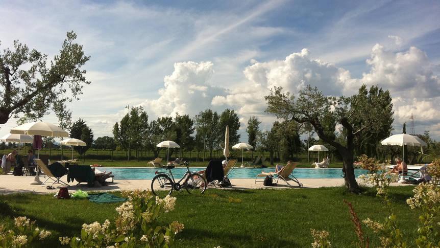 Zwembad bij appartementen Appartementen Valle di Assisi Resort