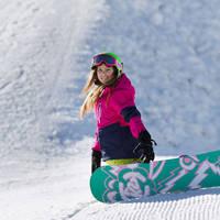 Meisje met snowboard